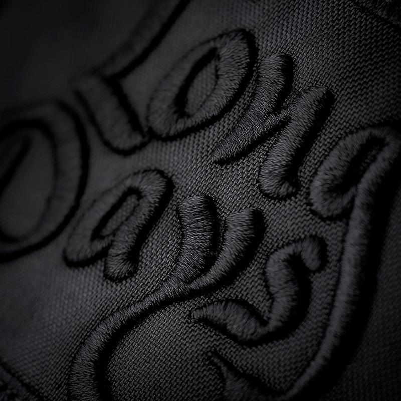 Detalle logo gorra tipo Trucker kentucky black black