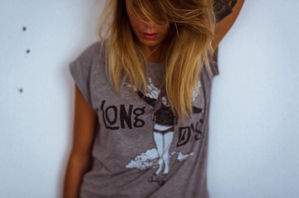 camiseta chica baile sobre ruedas/Long Days/Longboard