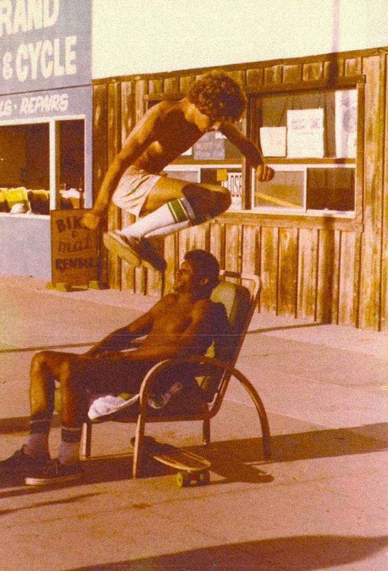 Saltando obstaculos/Long Days/Longboard