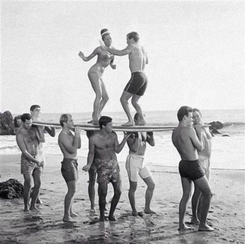 Baile en tabla de surf/Long Days/Longboard
