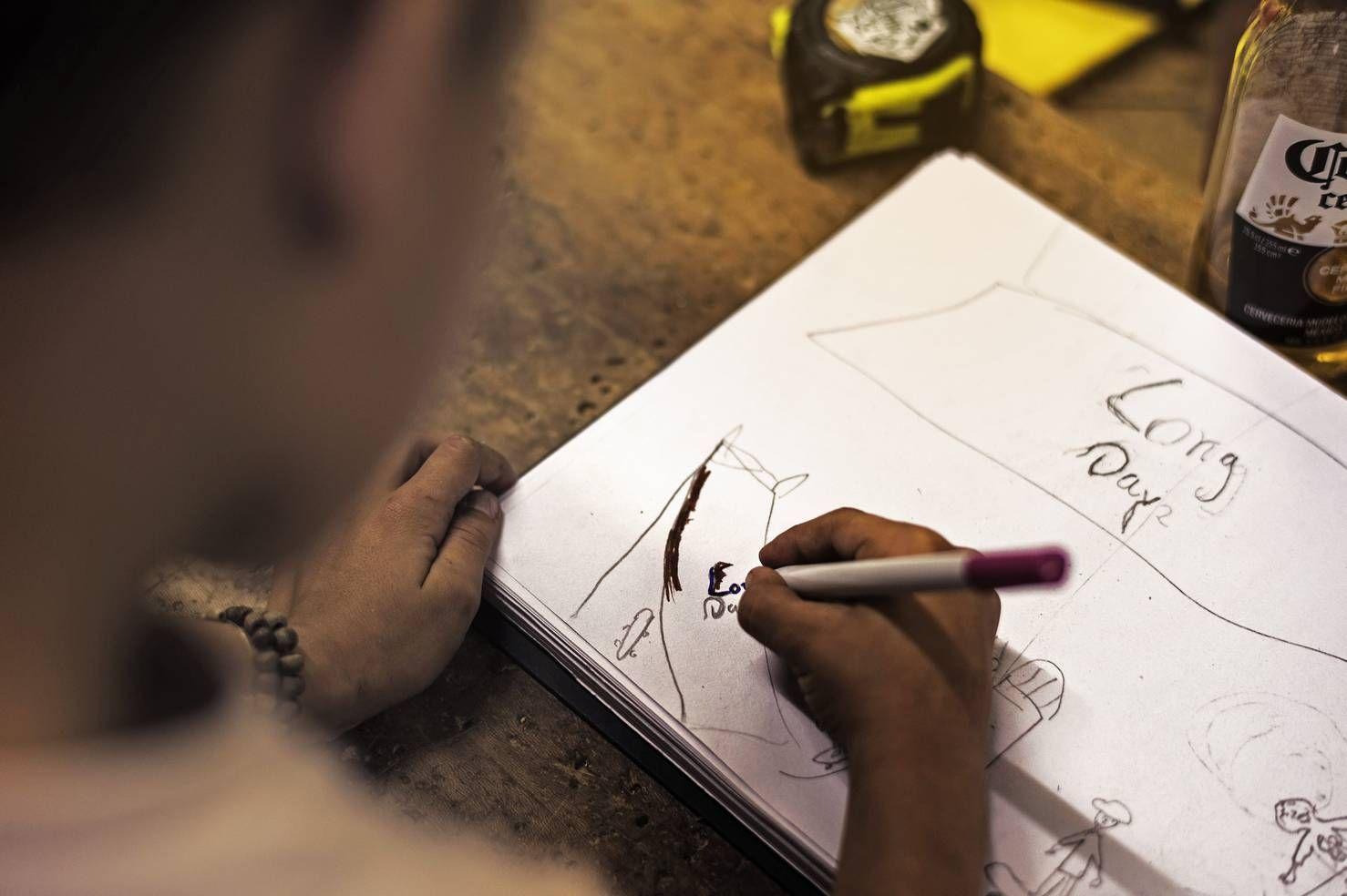 Niños dibujando/Long Days/Longboard