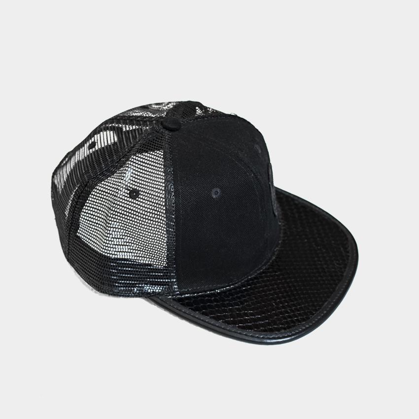 Gorra plana con visera en estilo piel de pitón/Long Days/Longboard